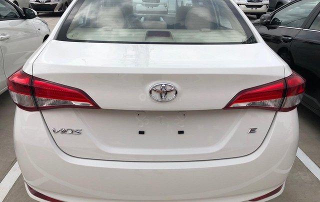 Bán Toyota Vios 1.5E số sàn năm sản xuất 2019, màu trắng giao ngay4
