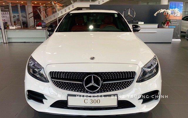 Bán Mercedes C300 AMG 2020 - giảm 10% trước bạ, màu trắng, thể thao- mạnh mẽ đầy uy lực0