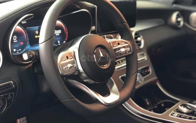 Bán Mercedes C300 AMG 2020 - giảm 10% trước bạ, màu trắng, thể thao- mạnh mẽ đầy uy lực2