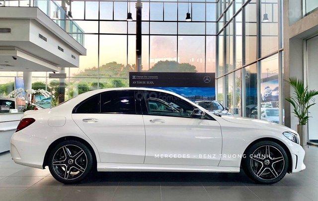 Bán Mercedes C300 AMG 2020 - giảm 10% trước bạ, màu trắng, thể thao- mạnh mẽ đầy uy lực6