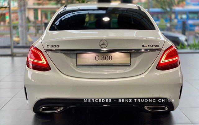Bán Mercedes C300 AMG 2020 - giảm 10% trước bạ, màu trắng, thể thao- mạnh mẽ đầy uy lực9