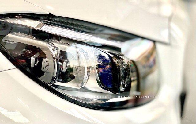 Bán Mercedes C300 AMG 2020 - giảm 10% trước bạ, màu trắng, thể thao- mạnh mẽ đầy uy lực10