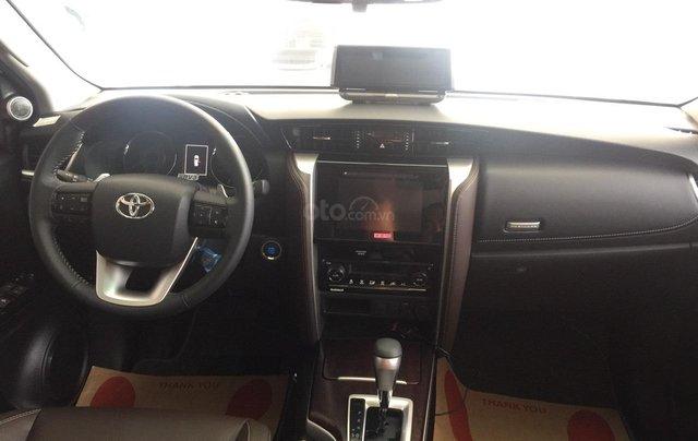 Toyota Fortuner máy dầu, số tự động, khuyến mãi cực tốt1