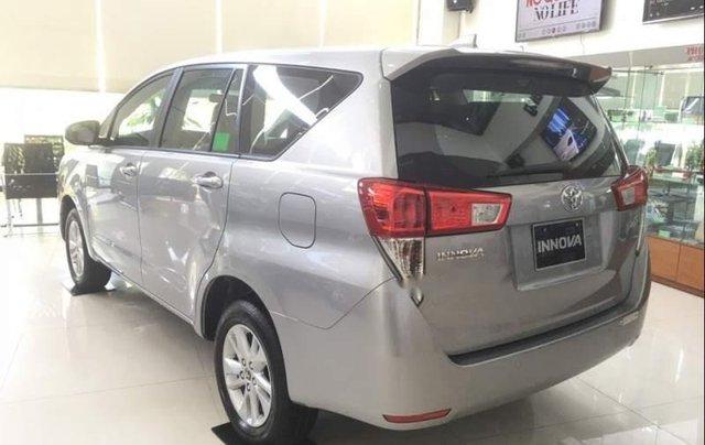 Cần bán xe Toyota Innova 2.0E năm 2019, 731tr1
