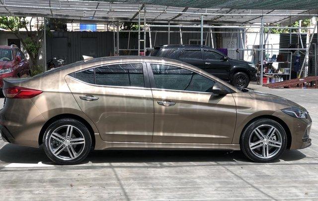 Cần bán Hyundai Elantra Tubor Sport 1.6 AT năm 2018, màu nâu1