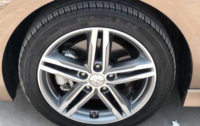Cần bán Hyundai Elantra Tubor Sport 1.6 AT năm 2018, màu nâu5