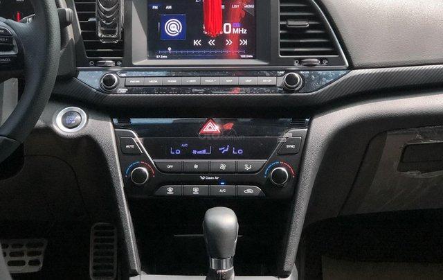 Cần bán Hyundai Elantra Tubor Sport 1.6 AT năm 2018, màu nâu6