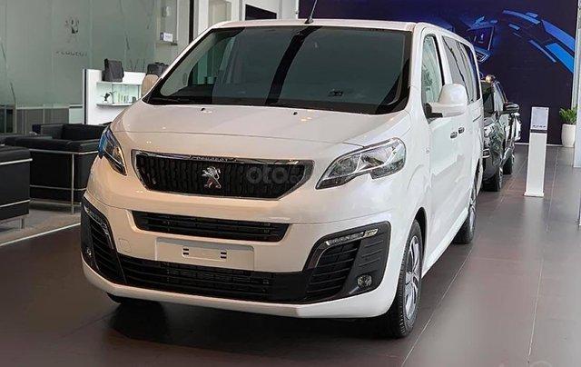 Bán ô tô Peugeot Traveller Luxury đời 2019, màu trắng0