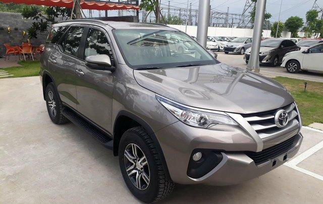 Bán Toyota Fortuner 2.4G số sàn, máy dầu 2019, màu đồng, hỗ trợ vay 85% thanh toán 240tr nhận ngay xe0
