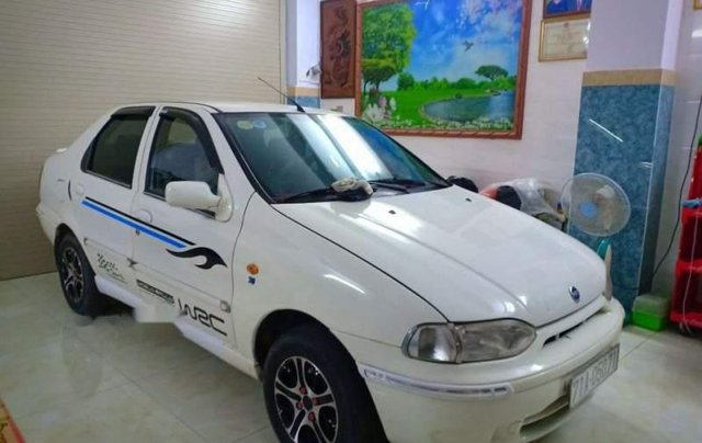 Bán xe 5 chỗ Fiat Siena 1.3 2003, xe màu trắng, máy êm, sử dụng kĩ, bảo trì thường xuyên0