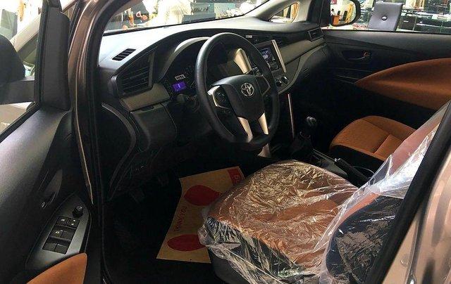 Bán ô tô Toyota Innova sản xuất 2019, màu nâu, 731 triệu3
