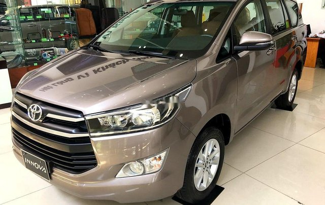 Bán ô tô Toyota Innova sản xuất 2019, màu nâu, 731 triệu0