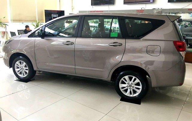 Bán ô tô Toyota Innova sản xuất 2019, màu nâu, 731 triệu5