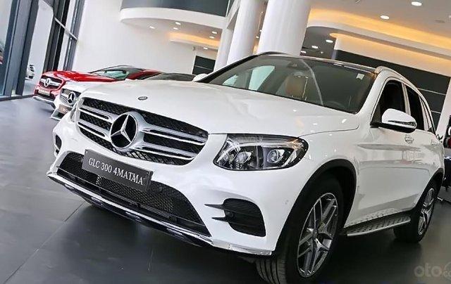 Bán Mercedes GLC 300 4MATIC sản xuất 2019, màu trắng0