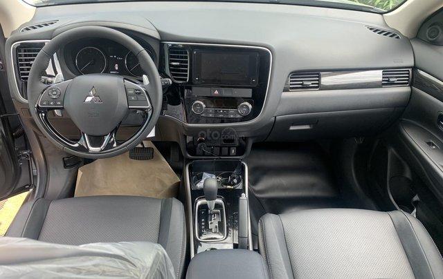 Bán xe Outlander 2.0 Premium, giá tốt Sài Gòn3