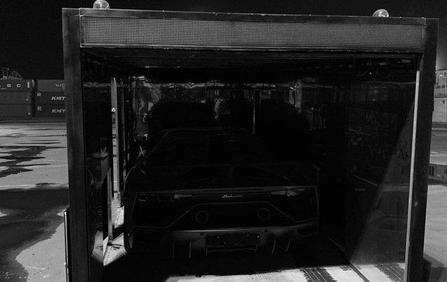 Lamborghini Aventador SVJ bản giới hạn đầu tiên về nước với màu sơn bí ẩn