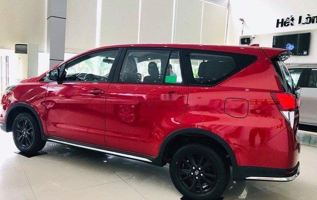 Cần bán Toyota Innova Venturer sản xuất 2019, màu đỏ0