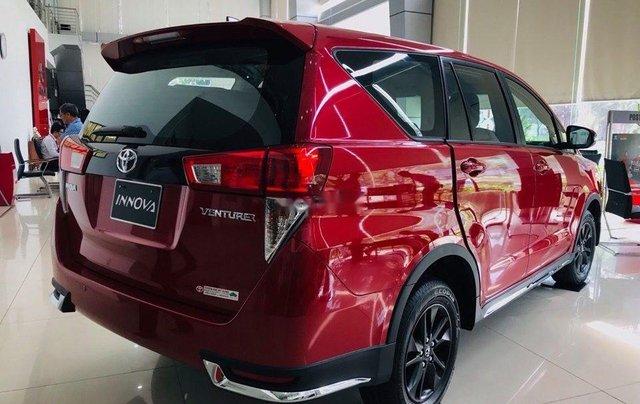 Cần bán Toyota Innova Venturer sản xuất 2019, màu đỏ3
