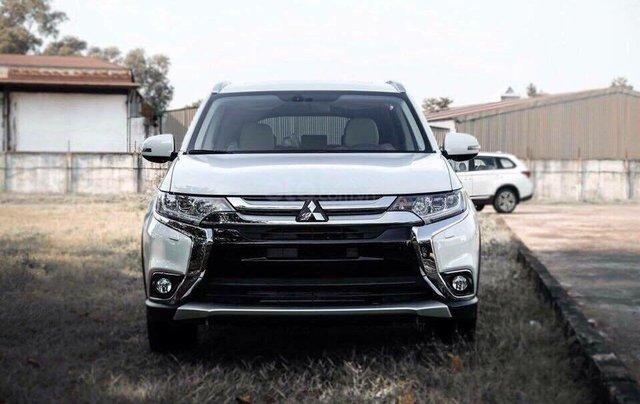 Mitsubishi Outlander 2.0 mới 100%, KM khủng trong tháng - hỗ trợ vay 80% nhanh tay liên hệ0