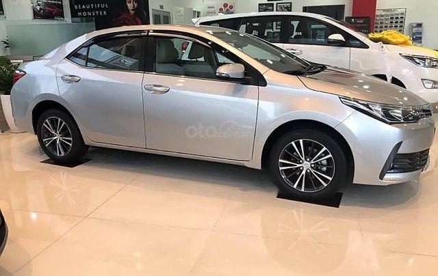 Bán Toyota Corolla altis 1.8G CVT đời 2019, màu bạc0