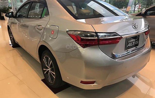 Bán Toyota Corolla altis 1.8G CVT đời 2019, màu bạc4