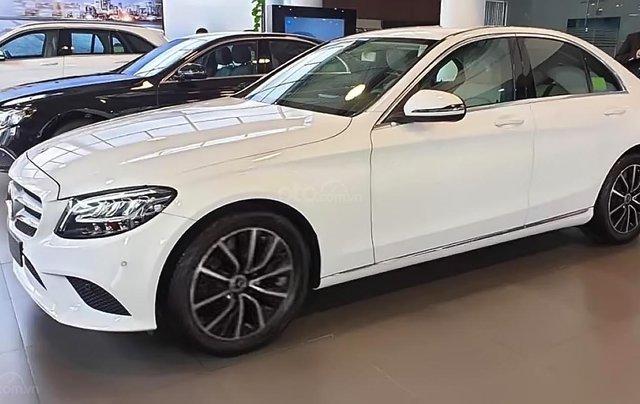 Bán xe Mercedes C200 2019, màu trắng0