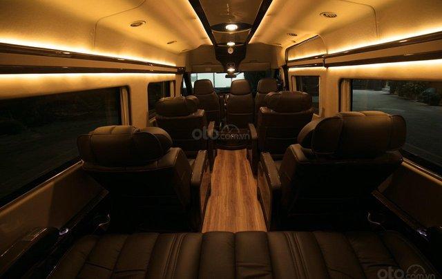 Bán Ford Limousine 10 chỗ xả hàng giảm 100 triệu, liên hệ 09338347961