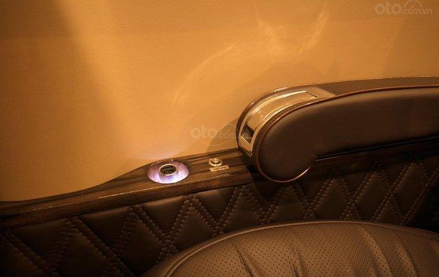 Bán Ford Limousine 10 chỗ xả hàng giảm 100 triệu, liên hệ 09338347965