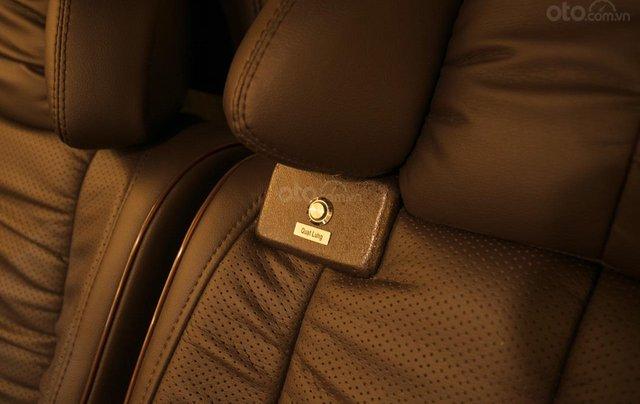 Bán Ford Limousine 10 chỗ xả hàng giảm 100 triệu, liên hệ 09338347966