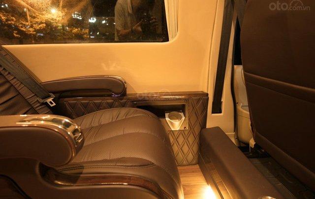 Bán Ford Limousine 10 chỗ xả hàng giảm 100 triệu, liên hệ 09338347968