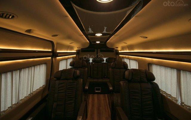 Bán Ford Limousine 10 chỗ xả hàng giảm 100 triệu, liên hệ 093383479617