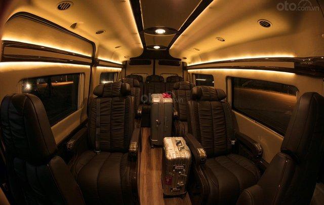 Bán Ford Limousine 10 chỗ xả hàng giảm 100 triệu, liên hệ 093383479614