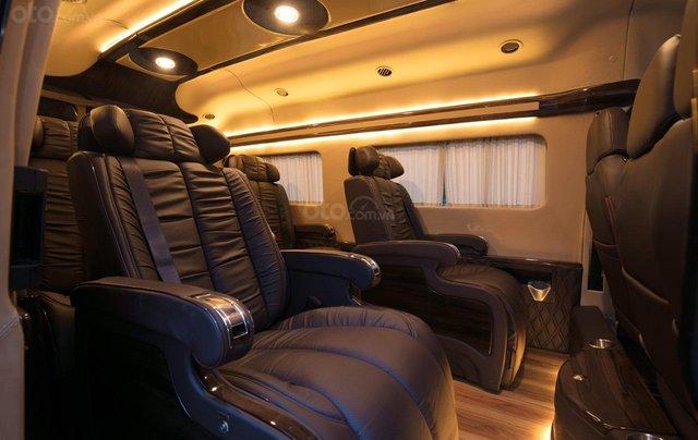 Bán Ford Limousine 10 chỗ xả hàng giảm 100 triệu, liên hệ 093383479618
