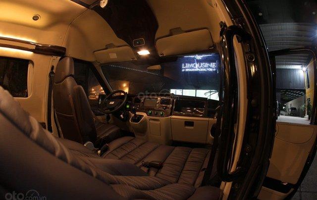 Bán Ford Limousine 10 chỗ xả hàng giảm 100 triệu, liên hệ 093383479615