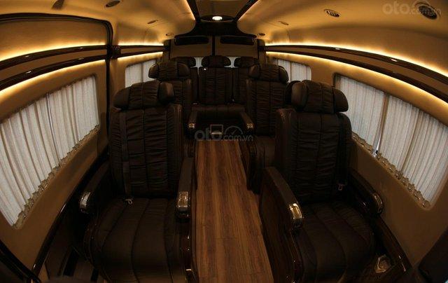 Bán Ford Limousine 10 chỗ xả hàng giảm 100 triệu, liên hệ 093383479619