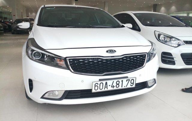 Cần bán xe Kia Cerato 1.6MT model 2018, màu trắng, xe đẹp0
