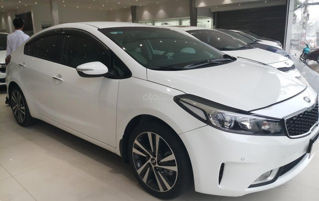 Cần bán xe Kia Cerato 1.6MT model 2018, màu trắng, xe đẹp1
