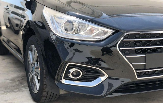 Bán Hyundai Elantra sản xuất năm 2019, màu xanh lam, nhập khẩu1