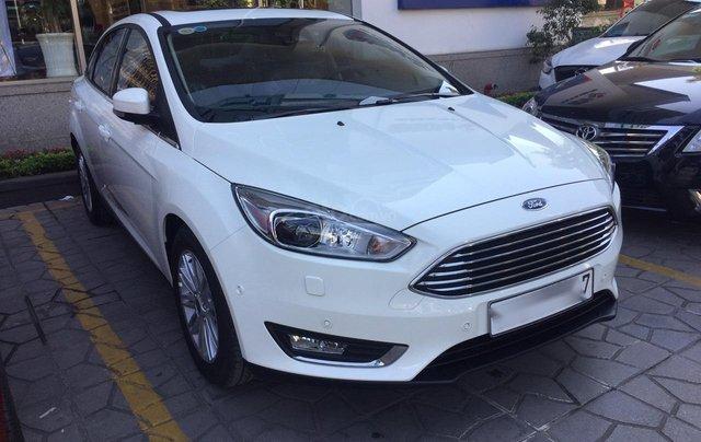 Bán Ford Focus Titanium màu trắng xe mới 100%, giao ngay tại Đại lý, xe còn tồn bán giá giảm kịch sàn LH 09654235581
