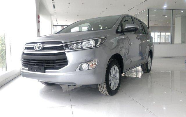 Cần bán xe Toyota Innova 2.0E đời 2019, xe giá thấp, giao nhanh toàn quốc0