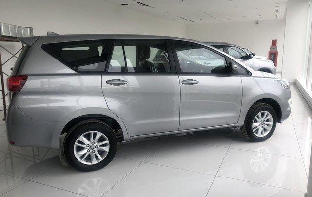 Cần bán xe Toyota Innova 2.0E đời 2019, xe giá thấp, giao nhanh toàn quốc2