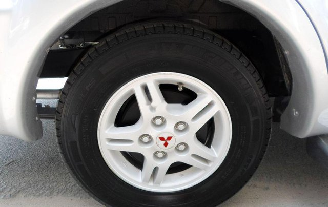 Cần bán xe Mitsubishi Jolie 2005, xe nhập7