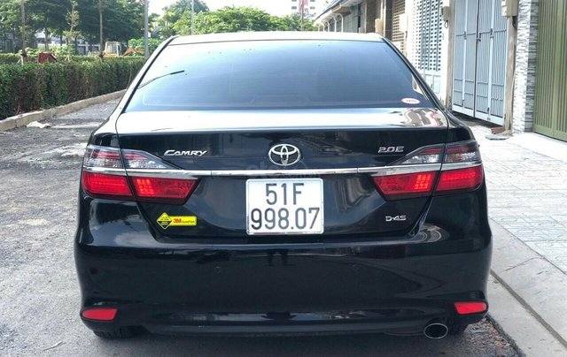 Bán ô tô Toyota Camry 2.0 E năm sản xuất 2018, màu đen0