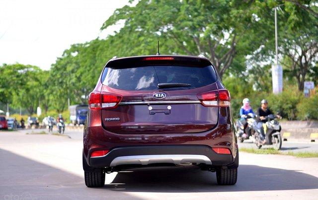 Kia Rondo MT, giá chỉ 580 triệu, hỗ trợ trả góp 80%, giao xe ngay7
