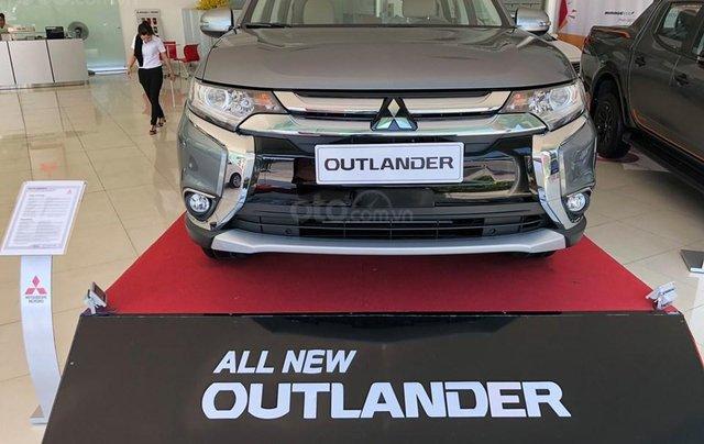 Cần bán xe Mitsubishi Outlander STD 2019, đủ màu - KM hấp dẫn chỉ 270tr nhận xe ngay vay NH đến 85% LH 09090766221