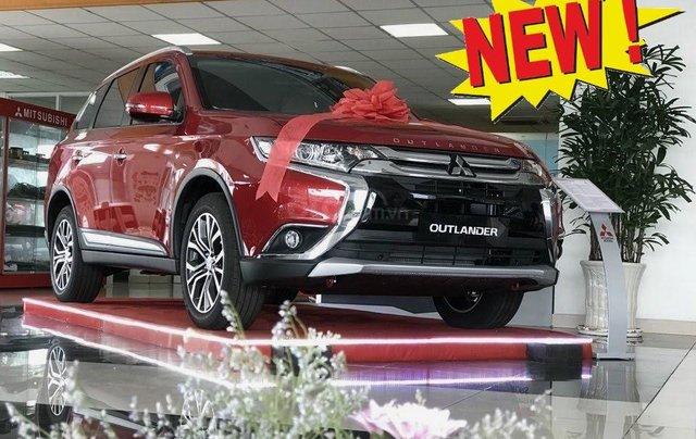 Giá xe Mitsubishi Outlander 2.0 CVT Premium 2019, màu đỏ, KM tặng hấp dẫn bất ngờ, LH 09090766221