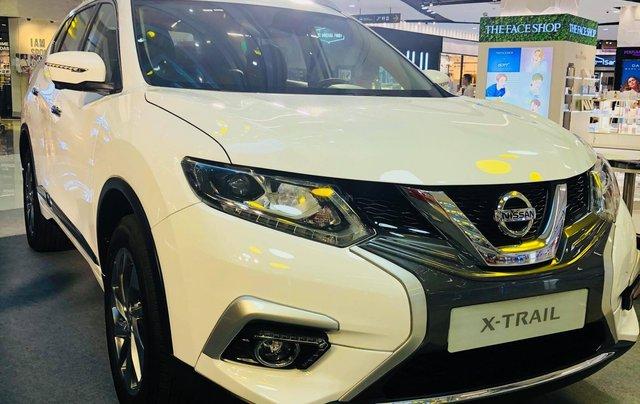 Nissan Xtrail 2.5 Luxury, giảm ngay 80tr tiền mặt & phụ kiện, màu trắng/oliu, LH 0909.914.9190