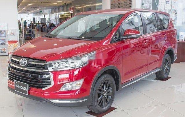 Cần bán chiếc Toyota Innova 2.0 AT Ventuner sản xuất 2019 giá cạnh tranh0