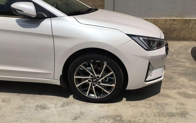 Bán xe Hyundai Elantra 1.6AT sản xuất 2019, giá tháp, giao nhanh5
