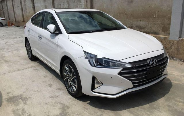 Bán xe Hyundai Elantra 1.6AT sản xuất 2019, giá tháp, giao nhanh0
